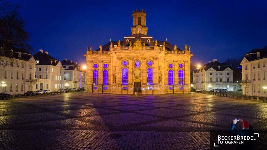 Ludwigskirche leuchtet blau