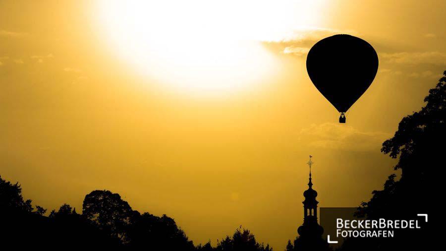 Heißluftballon über Festgelände beim Saarspektakel 2013