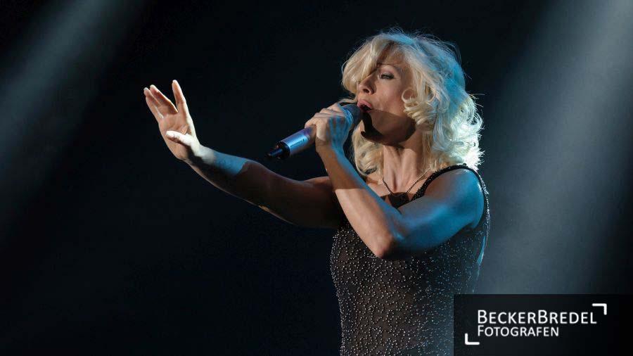 Schlagerstar Michelle bei Konzerttournee