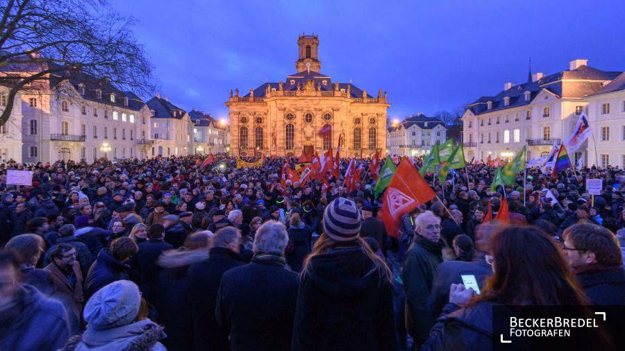9000 Menschen demonstrieren gegen Pegida